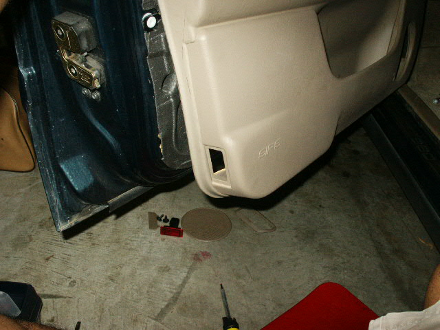 Door Panel Removal Instructions for Volvo 960